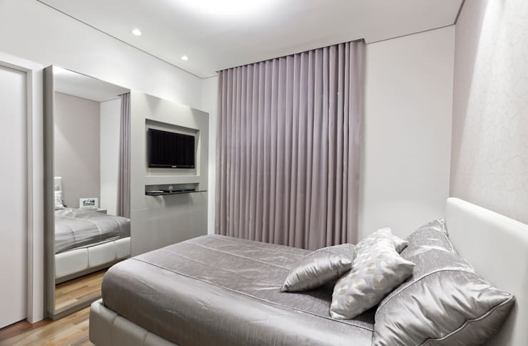 Apartamento Seis Pistas 1: Quartos  por Interiores Iara Santos