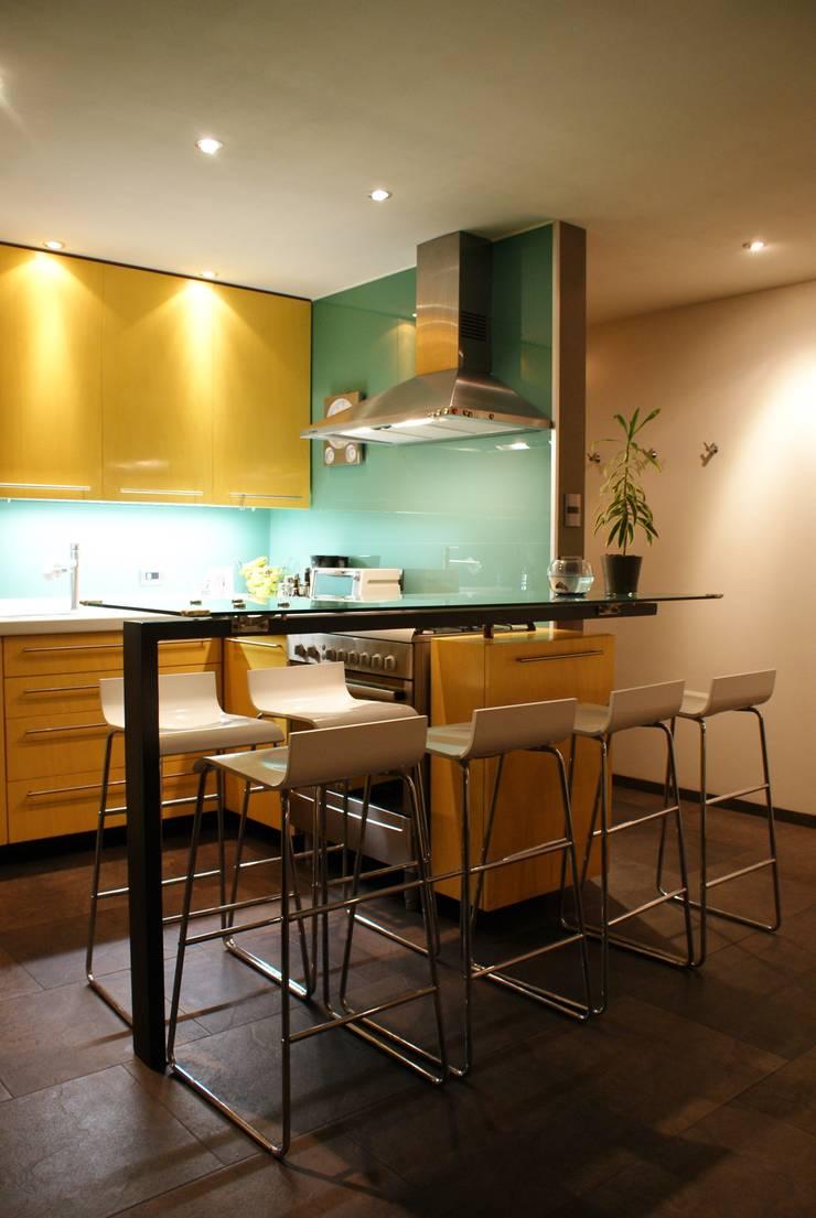 CASA FR: Cocinas de estilo  por Interior 3 Arquitectura
