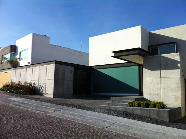CASA RB: Casas de estilo minimalista por Interior 3 Arquitectura