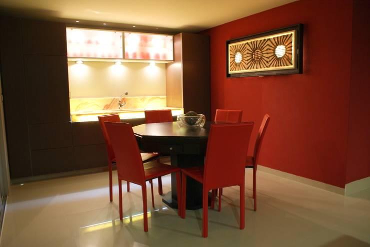 CASA RB: Cocinas de estilo  por Interior 3 Arquitectura