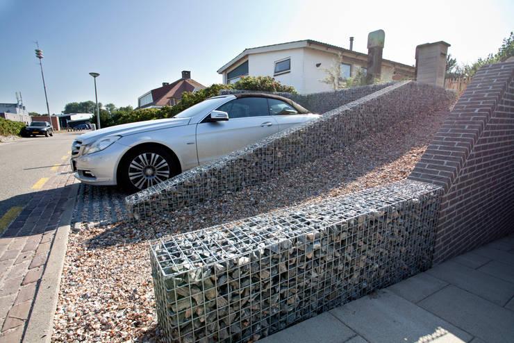 Korven en haarden: moderne Garage/schuur door Gardeco