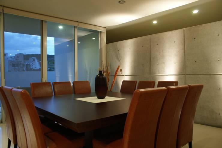 CASA RB: Comedores de estilo  por Interior 3 Arquitectura