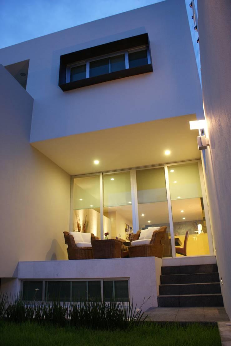 CASA RB: Casas de estilo  por Interior 3 Arquitectura