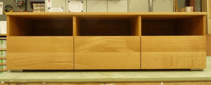 TV meubel eiken:   door Atelier de Wig, Scandinavisch