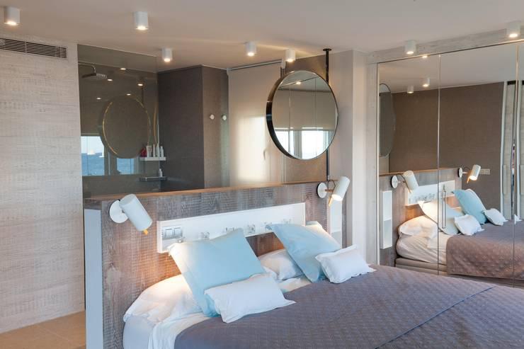 Apartamento l'Estartit - Illes Medes: Dormitorios de estilo mediterráneo de Pia Estudi