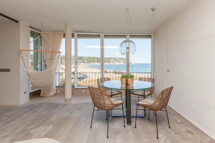 Apartamento l'Estartit - Illes Medes: Comedores de estilo mediterráneo de Pia Estudi
