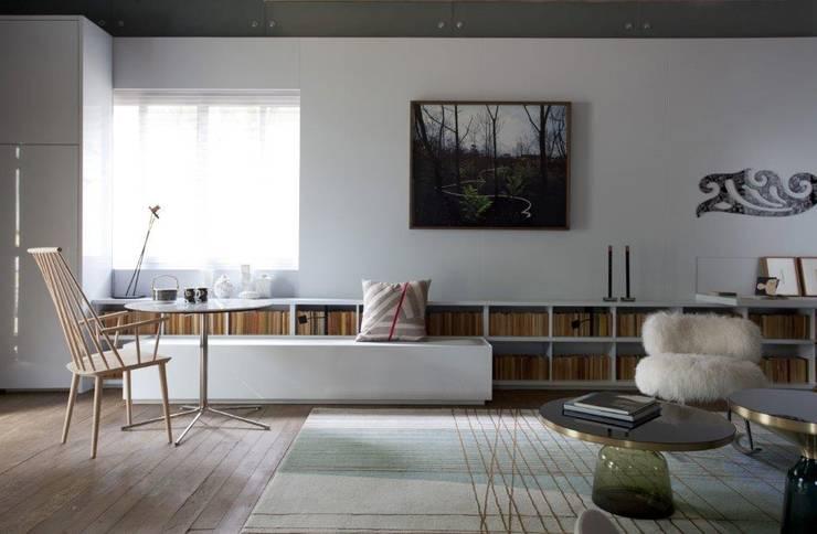 Fluidez dos ambientes : Salas de estar  por Patricia Martinez Arquitetura,Escandinavo