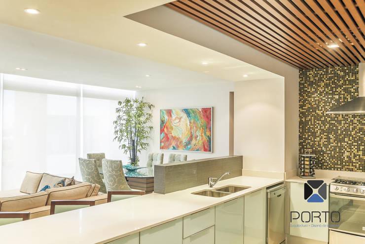 Kitchen by PORTO Arquitectura + Diseño de Interiores,