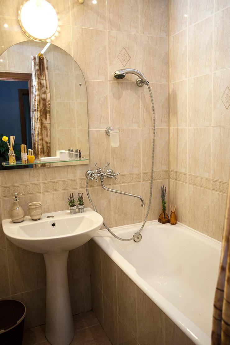 Однокомнатная квартира в Москве: Ванные комнаты в . Автор – L'Essenziale Home Designs