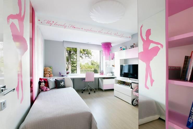 pokój dziewczynki : styl , w kategorii Pokój dziecięcy zaprojektowany przez TG STUDIO