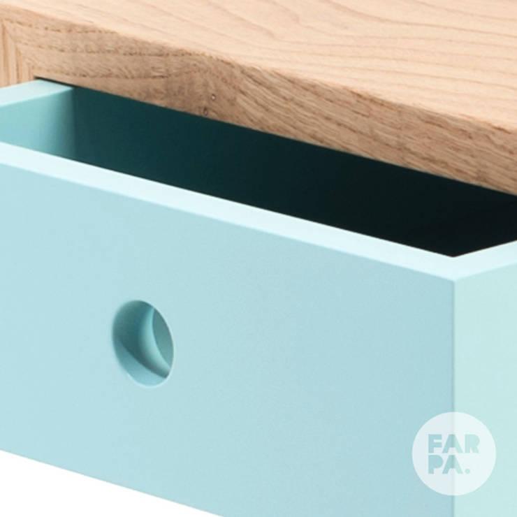 Banco Gaveteiro Box Mais: Sala de estar  por Farpa