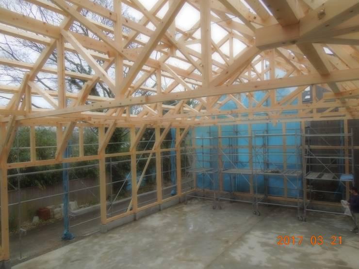 KONARAHOUSE工場: 木造トラス研究所・株式会社 合掌が手掛けた家です。,オリジナル 木 木目調