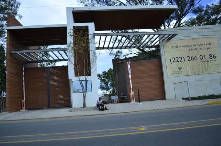 Conjunto Residencial Rinconada de fresnos: Casas de estilo  por taven