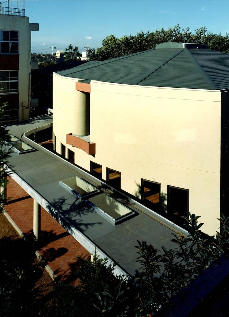 自己を拓く学校建築 橘学苑 音楽堂: 松井建築研究所が手掛けた家です。