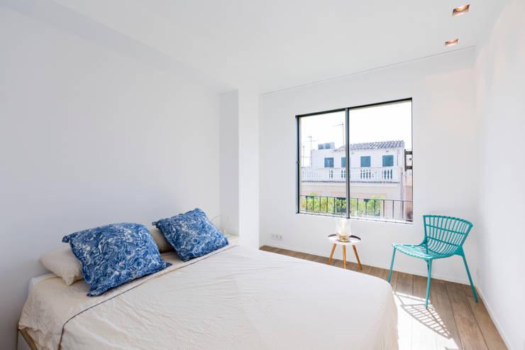 minimalistische Slaapkamer door ISLABAU constructora