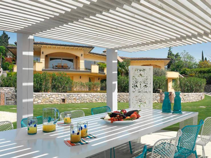 Balcones y terrazas de estilo mediterraneo por homify