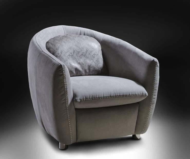 Sibilla fotel marki Nieri: styl , w kategorii Salon zaprojektowany przez Italian Style