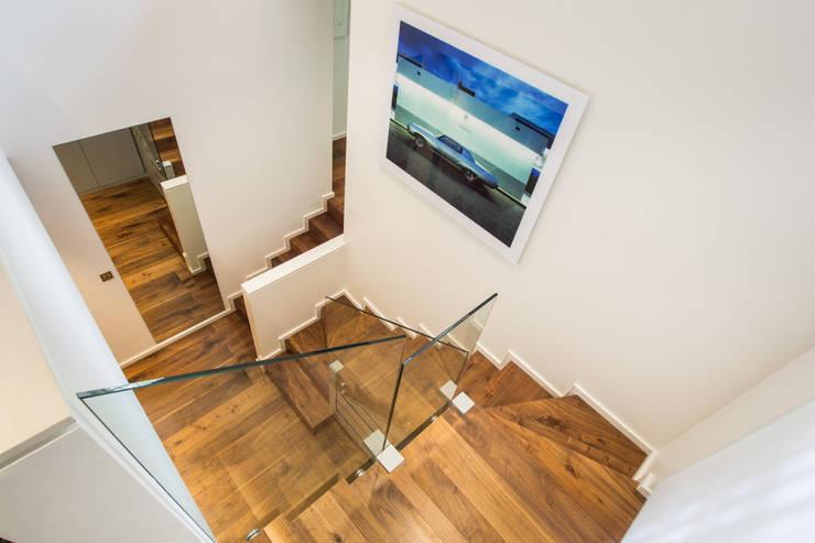 Couloir et hall d'entrée de style  par XUL Architecture