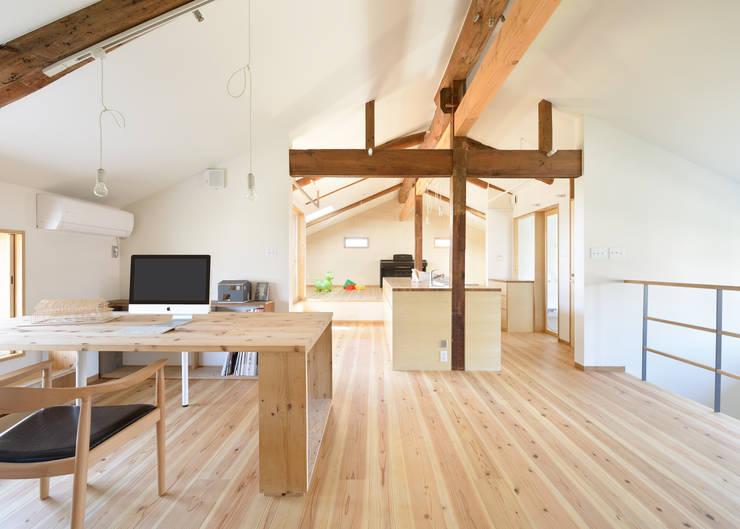 古民家改修:通り土間のある家: m5_architecteが手掛けた和室です。