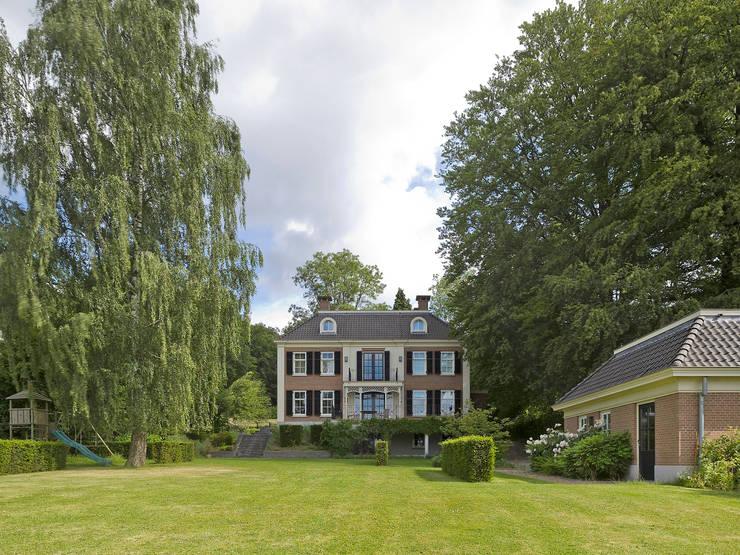 Jardines de estilo  de Friso Woudstra Architecten BNA B.V., Clásico