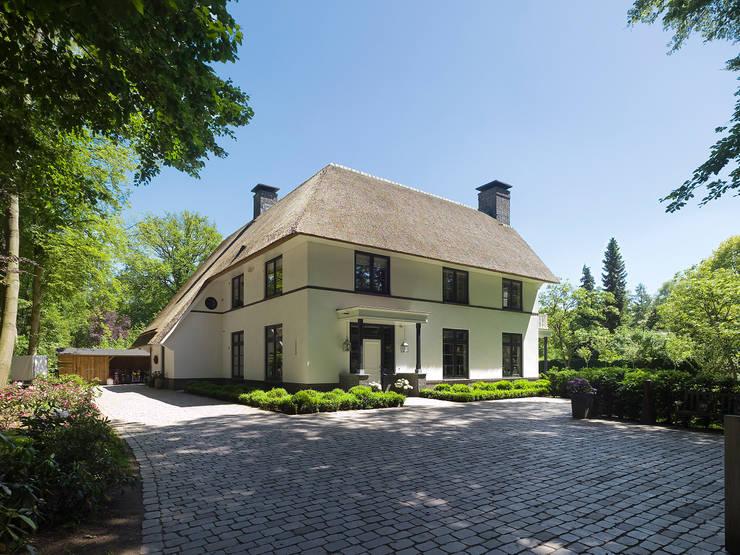 Casas de estilo  por Friso Woudstra Architecten BNA B.V.