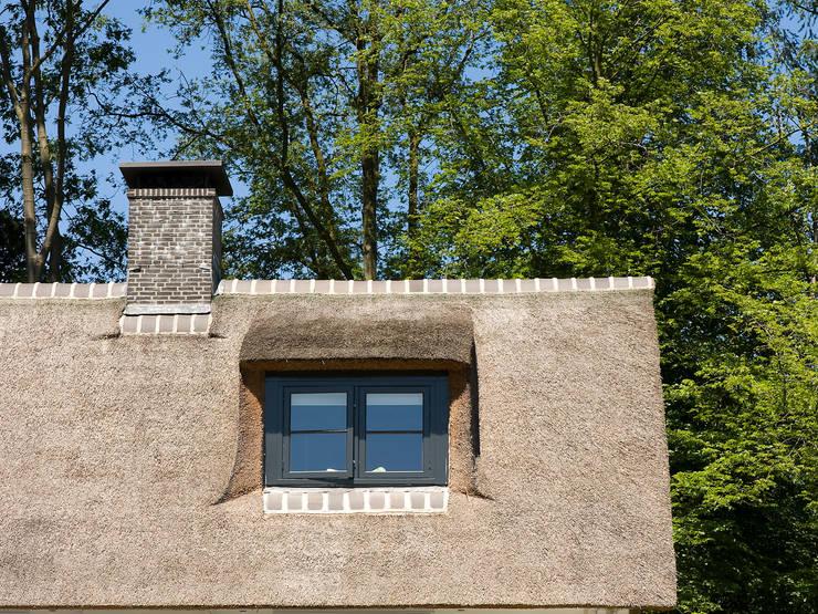 Villa te Diepenveen - Dakkapel:  Ramen door Friso Woudstra Architecten BNA B.V.