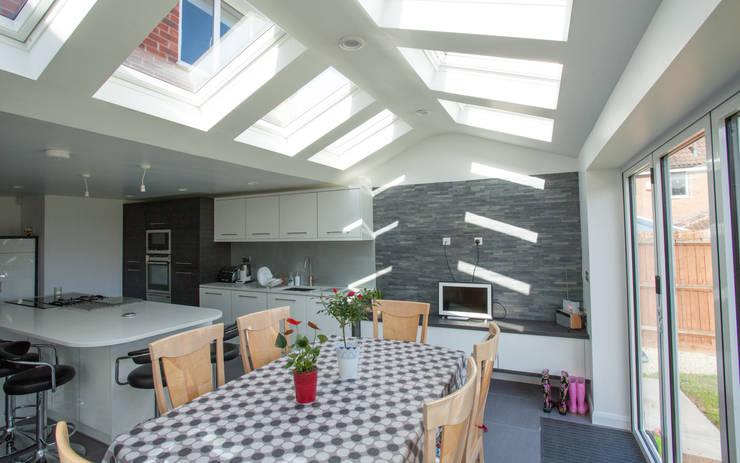 Kitchen Diner : modern Kitchen by Design Studio Architects