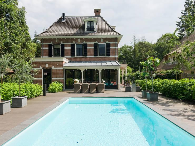 Villa te Zeist - Zwembad:  Zwembad door Friso Woudstra Architecten BNA B.V.