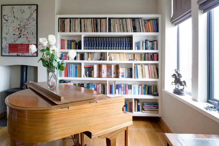 Salas de estar modernas por xsite architecture LLP