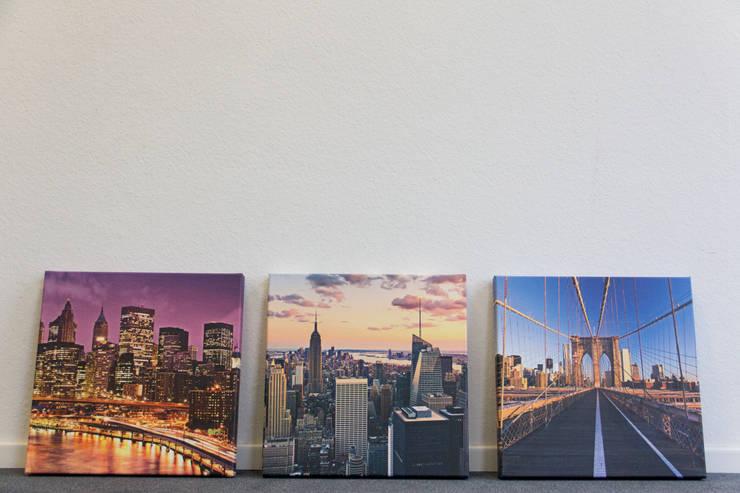 New York: Neun Szenen: moderne Wohnzimmer von Bimago