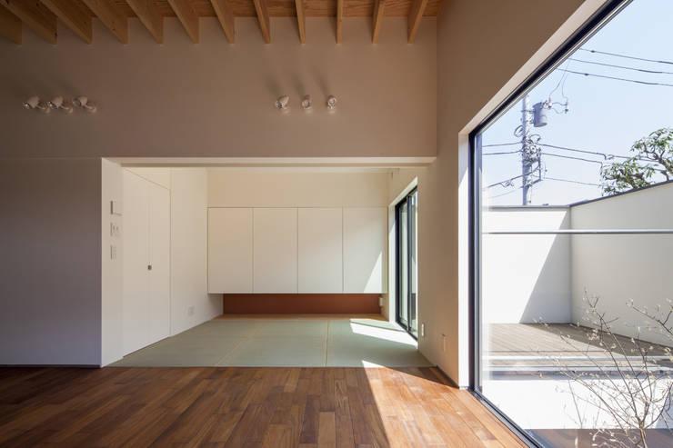 リビングと接する和室 深沢の家: U建築設計室が手掛けた和室です。,