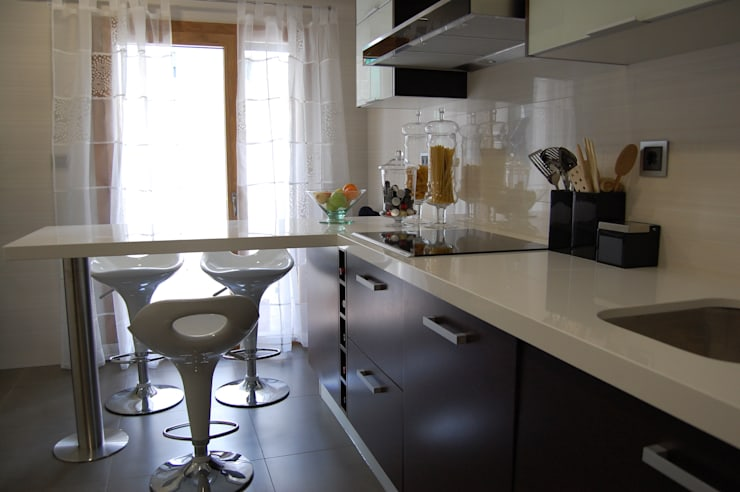 Apartamento Lisboa: Cozinhas ecléticas por Critério Arquitectos by Canteiro de Sousa