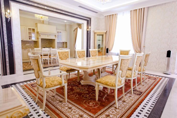 Квартира в классическом стиле: Столовые комнаты в . Автор – Antica Style