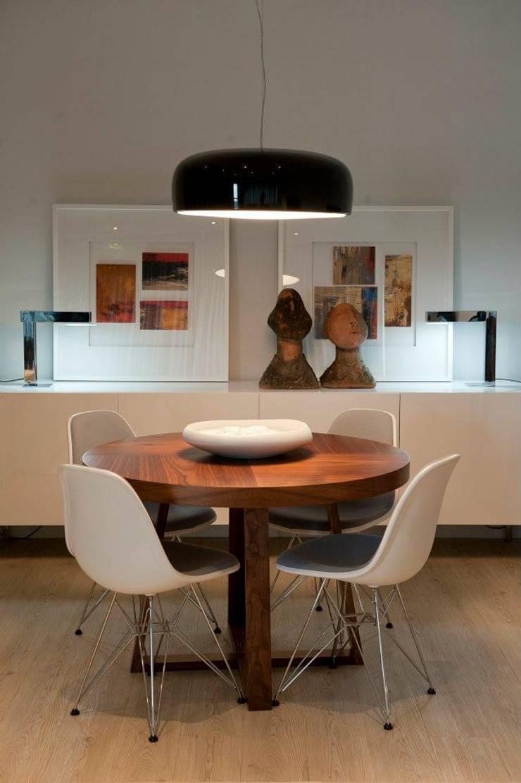 BAÍA DE LUANDA: Salas de jantar  por Spaceroom - Interior Design