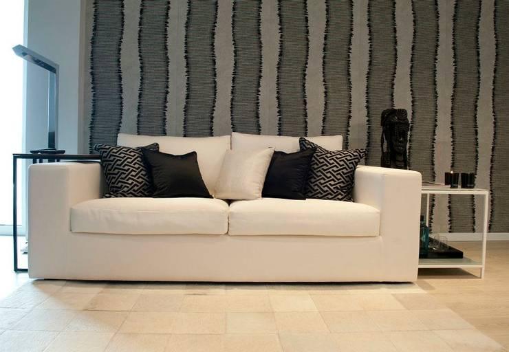 BAÍA DE LUANDA: Salas de estar  por Spaceroom - Interior Design
