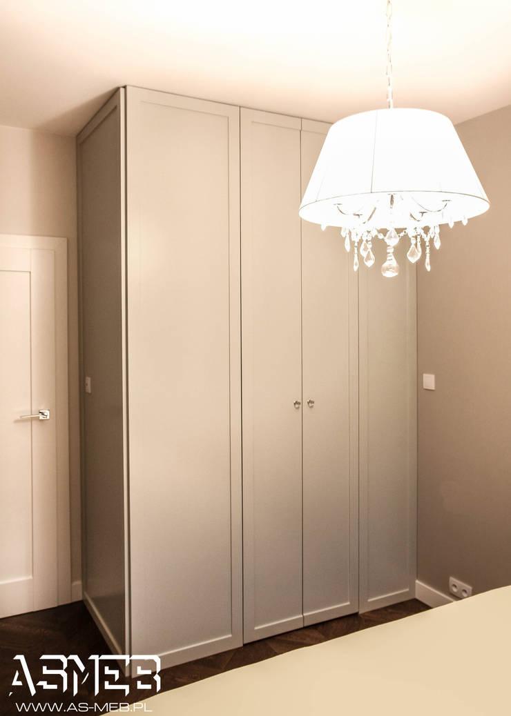 Szafa w sypialni: styl , w kategorii Sypialnia zaprojektowany przez AS-MEB