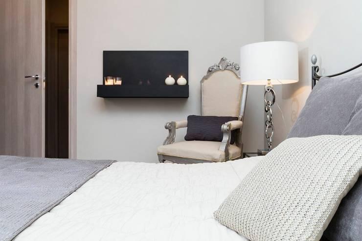 Ristrutturazione appartamento: Camera da letto in stile  di DemianStagingDesign