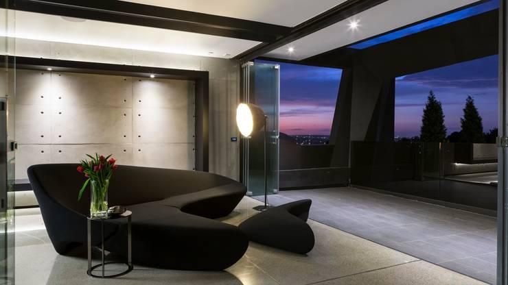 Salas de entretenimiento de estilo  por Nico Van Der Meulen Architects