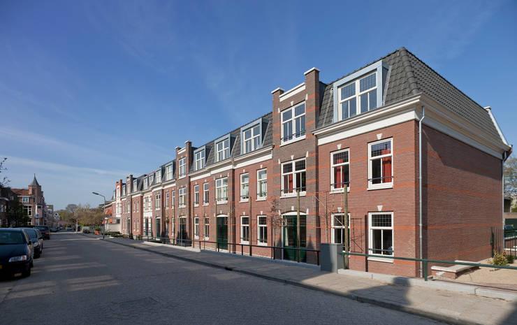 Appartementen te Nijmegen - Voorgevel:  Huizen door Friso Woudstra Architecten BNA B.V., Klassiek