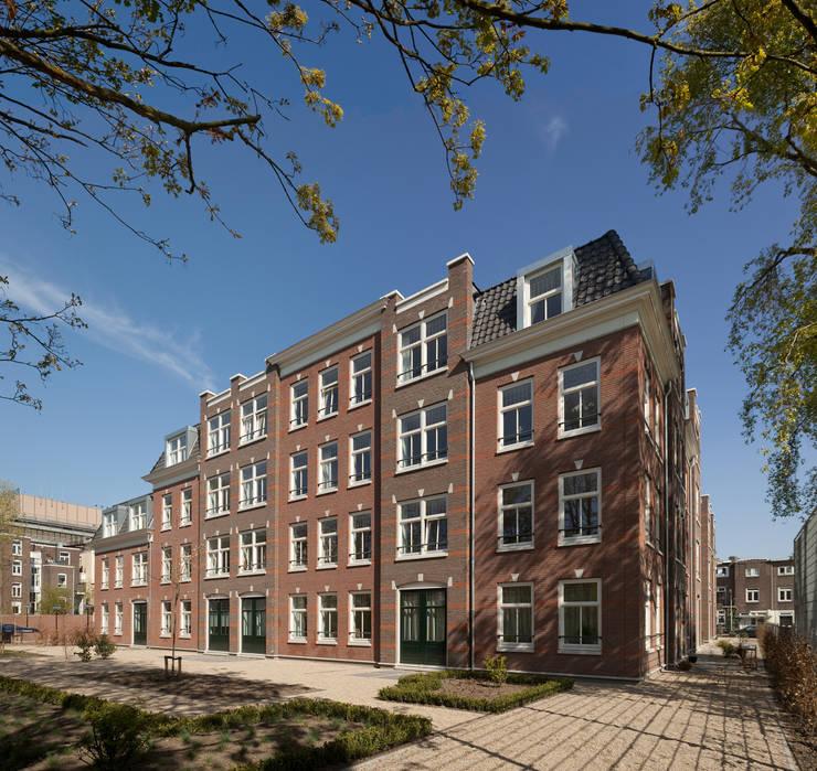 Appartementen te Nijmegen - Achtergevel:  Huizen door Friso Woudstra Architecten BNA B.V., Klassiek