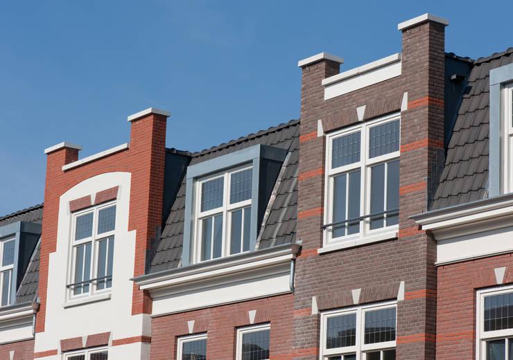 Appartementen te Nijmegen - Gevel detail:  Huizen door Friso Woudstra Architecten BNA B.V., Klassiek