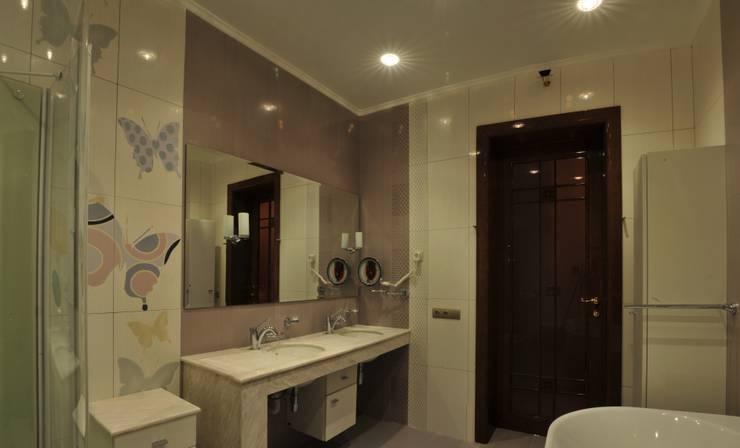 Интерьер квартиры в стиле Ар Деко: Ванные комнаты в . Автор – Antica Style