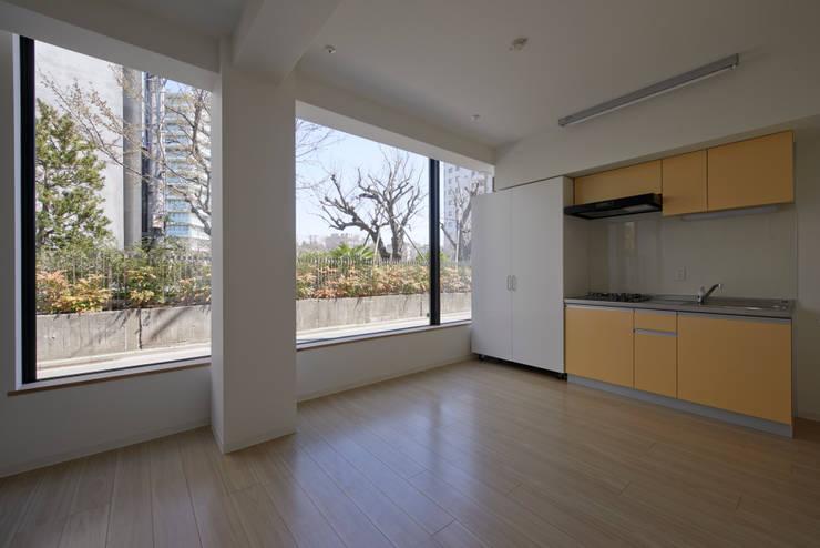 プラザレジデンス9: 片岡直樹設備設計一級建築士事務所が手掛けたダイニングです。
