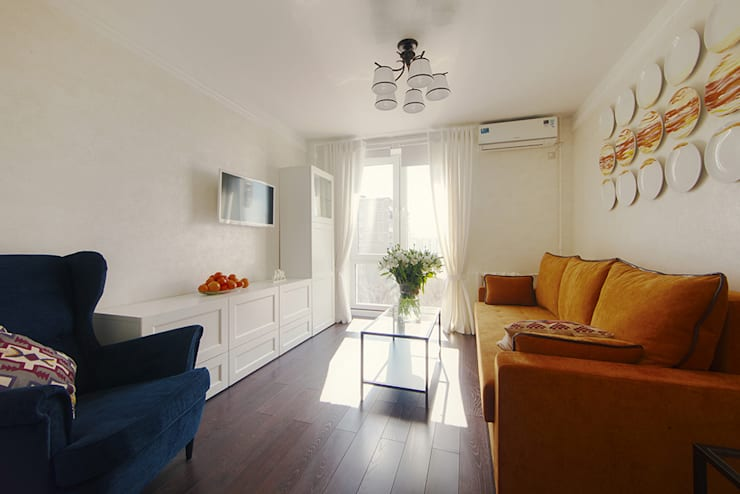 Маленькая квартира для аренды: Гостиная в . Автор – Порядок вещей - дизайн-бюро, Скандинавский