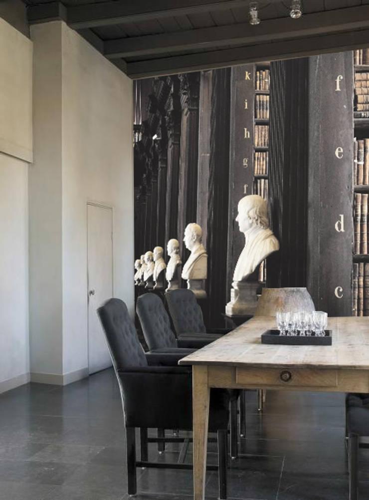 bust: Pareti & Pavimenti in stile  di Creativespace,