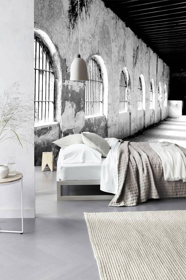 jail white: Pareti & Pavimenti in stile  di Creativespace,
