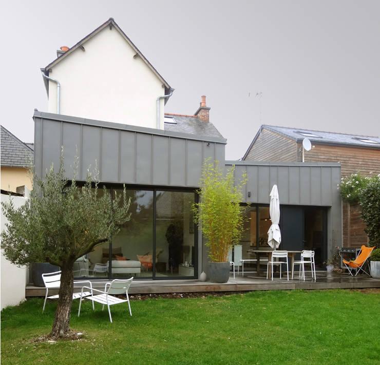 Casas estilo moderno: ideas, arquitectura e imágenes de Briand Renault Architectes Moderno