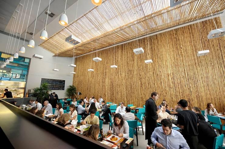 Restaurante La Mar: Salas de jantar  por BAMBU CARBONO ZERO