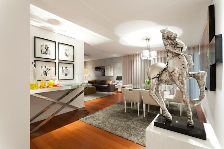Elegant City Apartment: Salas de jantar modernas por EMME Atelier de Interiores