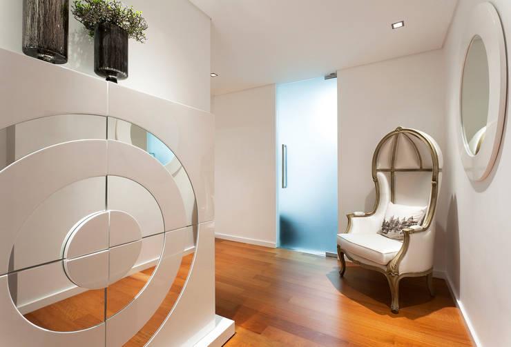 Projekty,  Korytarz, przedpokój zaprojektowane przez VON HAFF Interior Design